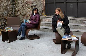 mobiliari-pati-Biblioteca-Sant-Agustí
